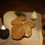 稲毛屋 - いぶりがっこ、クリームチーズ添え(380円)