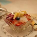 サロン・ド・テ・ミュゼ イマダミナコ - アイスクリームとフレッシュフルーツの盛り合わせ