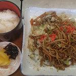 タカの巣 - 料理写真:ご飯(150円)+焼きそば(500円)