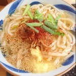 銀三 - そして、台湾うどん!  ここはあったかいのも麺に腰があって美味い。スープが味仙っぽいのも好み。