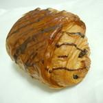ラ バゲット ド パリ ヨシカワ - パン・オ・ショコラ189円♪カカオ44%のフランス産のチョコ2本巻き込んでますにゃ♪
