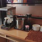 中華食堂 紅龍 - ドリンクのセルフサービスコーナー