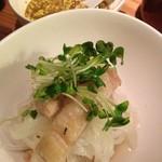 リナトキッチン - 蒸し鶏と大根の発芽ニンニクソース