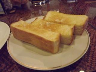 バロン - 「モーニング」のバタートーストは厚みがあり柔らかい