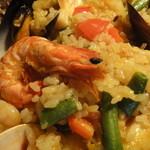 ロスファローレス - 魚介と鶏のミックスパエリア
