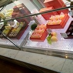 神戸白十字 - 菓子ショーケース