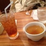 ポムの樹 - スープとウーロン茶