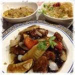 ジョナサン  - バーミヤンの 黒酢酢豚 サラダセットと チャーハン  今日は当たり日  料理が美味い!