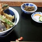 20476947 - 天丼680円、味噌汁離れ過ぎw