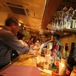 Bar&Dining Clove Hitch  - 入ってすぐバーカウンター
