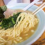 岡本屋 - 家系より細目の麺