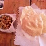 アーグラー - マサラカシューナッツとパパド