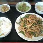 2048018 - 青椒肉絲定食