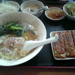 2048019 - 海老ワンタン麺餃子セット