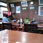 20482201 - テーブル席と座敷。