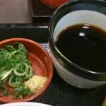 なか卯 - ざるうどんの出汁と薬味