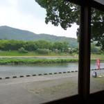 とうふや - 窓から見える五十鈴川