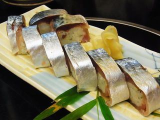 車屋 - 名物のサバの一本寿司@1,000円