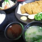 めん処まんぷく - ダブルカツ定食