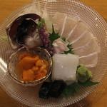 板前心 菊うら - 刺身の盛り合せ (石鰈、赤烏賊、塩水生雲丹、トリ貝) (2013/08)