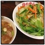 日の出らーめん - 今日はガッツ麺じゃなく野菜たっぷり剛つけ麺