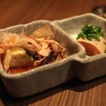 鉄板焼さくら - お通し (水茄子のお浸し と ささ身の吟醸漬け) (2013/08)