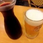 20499891 - 赤ワインデキャンタ でかい!生ビール