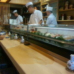 都寿司 - 白木カウンター