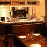 モンテ アスル - 活気あふれるオープンキッチン