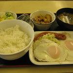 松屋 - 【朝限定】「ソーセージWエッグ定食/豚皿」です。