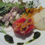 menu - サーモンとトマトのファルシ・バジルソース