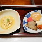 吟ばん - 湯葉のお刺身 帆立寿司 蕪の酢漬け その他前菜