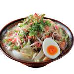 博多三氣 - 野菜たっぷりの『三氣ラーちゃん』です。なんと1日に摂取しなければならない350gが1杯に入っています。