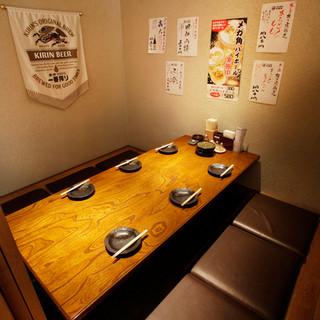 明るく落ち着いた雰囲気の個室は、女子会にぴったり!