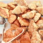 メープルけやき - 料理写真:焼きたてパンのいい香りが…