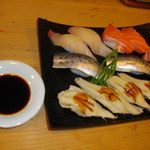 とと芳 - にぎり寿司(カンパチ・サーモン・いわし・蒸しあなご)