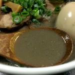 最凶煮干そば 獣煮使 - 煮干し粉がそのままスープになったかのような色をしてます。正に煮干し界最凶か?