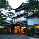 新井旅館 - 国の登録文化財の宿 新井旅館 玄関