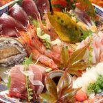 勇山亭 - 旬の新鮮な魚貝類満載の刺身盛り合わせ