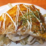 20523748 - ペアセット 広島焼桃太郎を4等分にカットをお皿に 【 2013年8月 】