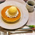 武蔵野茶房 - バニラアイス黒蜜かけのパンケーキ