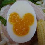 プラザ・レストラン - ゆで卵の黄身がミッキーマウス!どうやって作ってるんだろう?