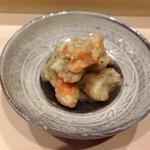 鮨処 つく田 - エビとおナスのソース。香ばしくて甘いソースなの