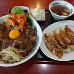 来来 - 焼肉スタミナ丼ランチ(980円)にジャンボ餃子(400円)