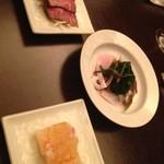 中国料理&ワイン yinzu - 前菜3種。カニのゼリー寄せ、牛肉のたたき、イカと野菜の煮浸し