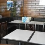 たちばな - 201308 たちばな 店内⇒カウンターの後ろはテーブル席