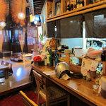 神山食堂 - 入り口近くのカウンタースペース。