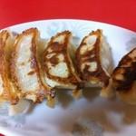北京飯店 - 餃子は独特の風味あり。