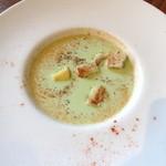 ラキュイエール - 2013年8月6日のランチの前菜「グリーンピースの冷たいポタージュ」