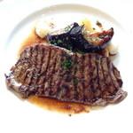 ラキュイエール - 2013年8月6日のランチのメイン「ランチ特製ビーフステーキ 赤ワインソース」